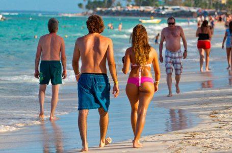 Realizarán pruebas aleatorias de covid-19 a los turistas que lleguen al país