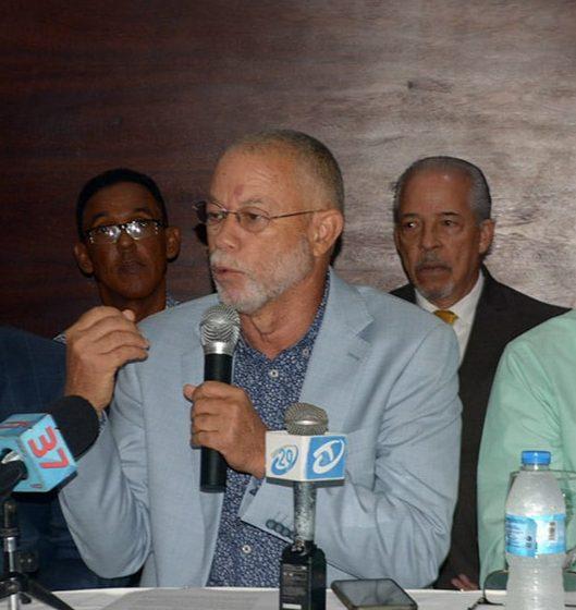 """""""Nuestros estados de salud son normales y estamos bien"""", afirma José Izquierdo el ex gobernador de Santiago que contrajo COVID-19."""
