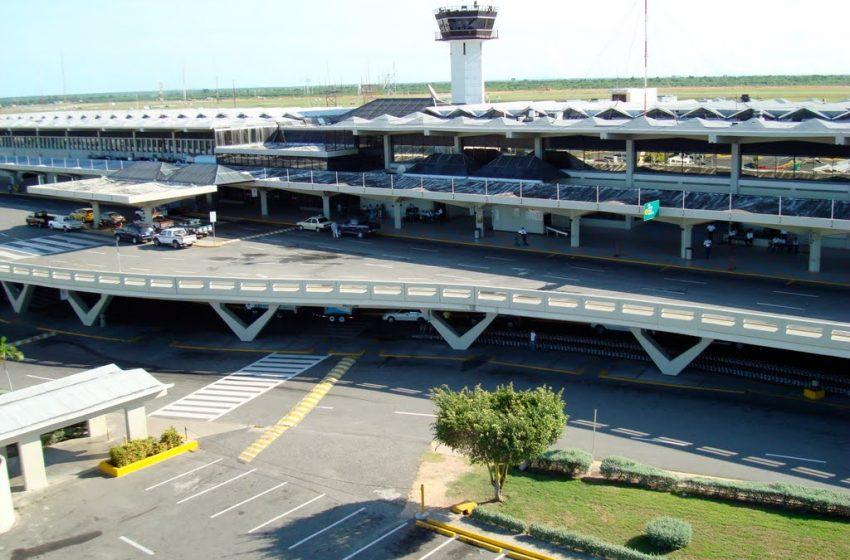Aeropuerto de las americas trabaja a media capacidad por temor a contagios de coronavirus.