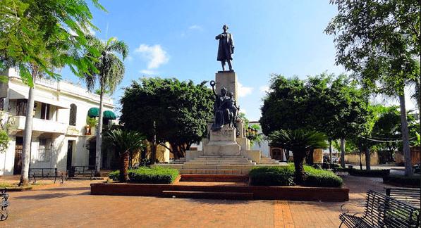 Instituto Duartiano denuncia: desaprensivos utilizan el parque Duarte para realizar indecencias.