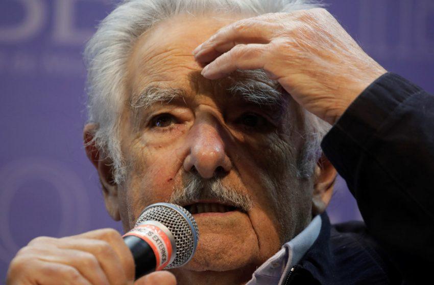 Pepe Mujica pone cartel de no visitas por COVID-19.