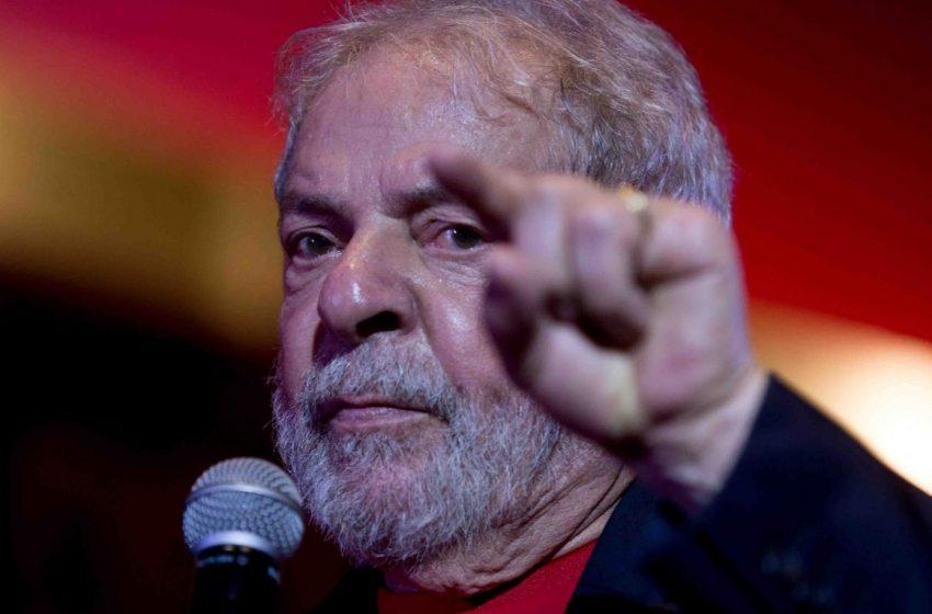 """Lula sobre Bolsonaro: """"no es posible que alguien sea tan irresponsable dejugar con la vida de millones de personas""""."""