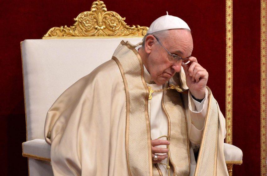 El Papa Francisco pide un alto al fuego mundial para detener el coronavirus.