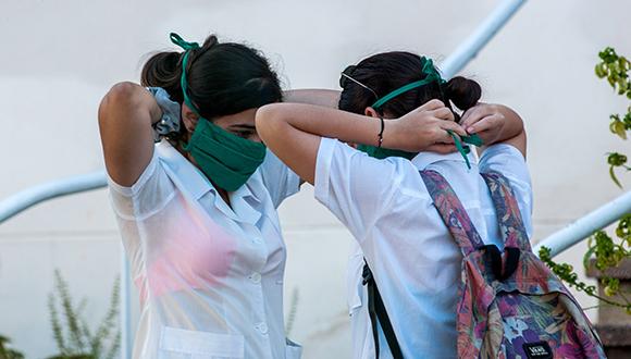 """""""que esto pase pronto y nos volvamos a besar"""", implora joven cubano ante las medidas sanitarias adoptadas por la habana."""