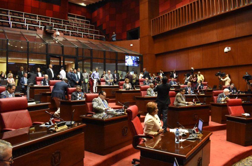 Senado aprueba 25 días de estado de excepción solicitado por el ejecutivo; Paliza critica poderes especiales para Danilo en Ley de Emergencia.