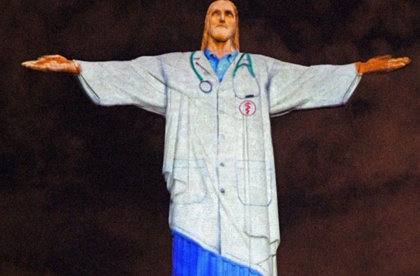 El Cristo de Brasil se viste de médico como homenaje a los galenos que combaten el coronavirus