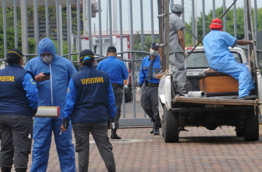 Ecuador confirma un desfase de 5.700 muertos en Guayas, la provincia del país más golpeada por el coronavirus