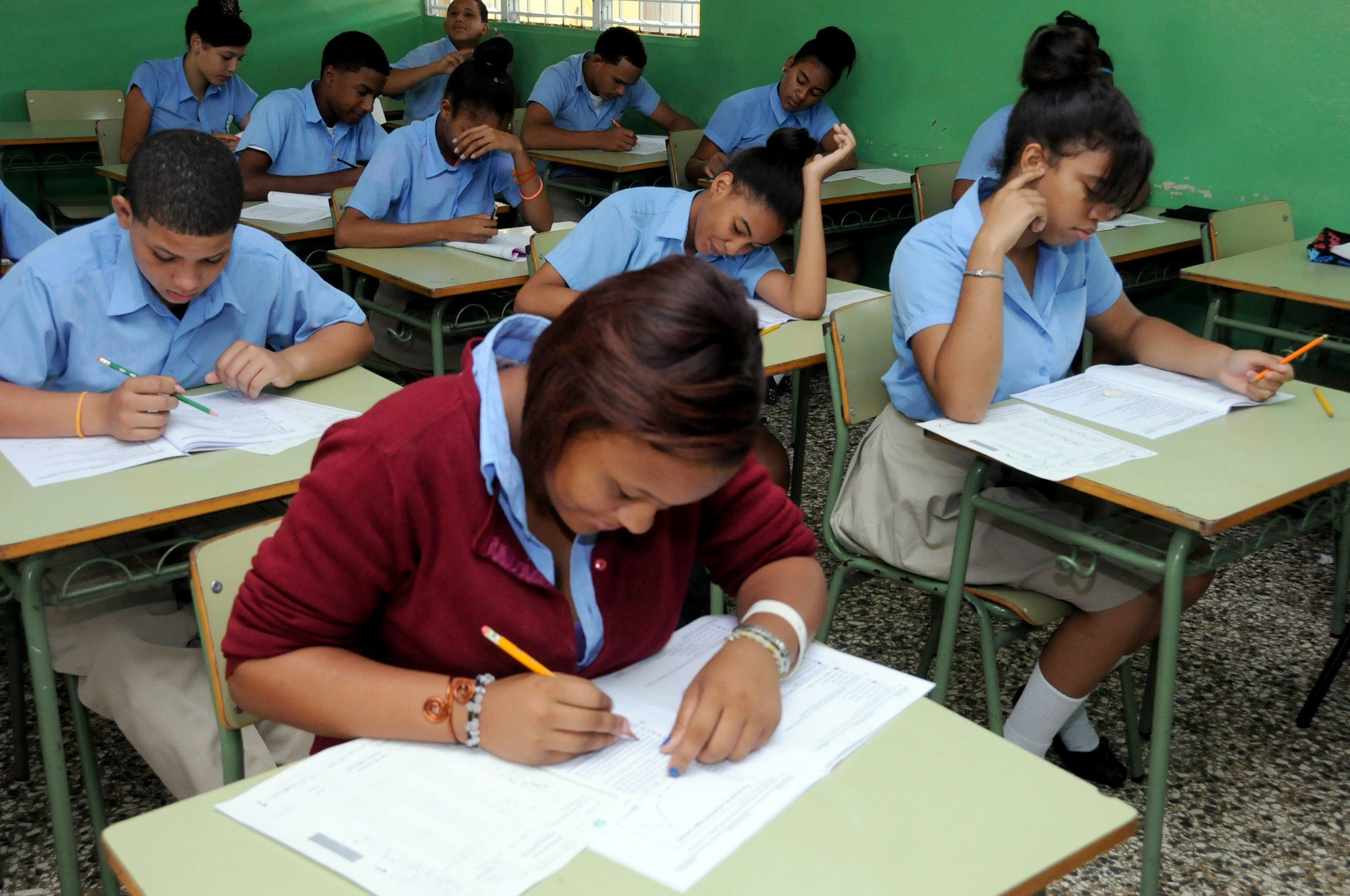 La pandemia obligó a 20,000 estudiantes dominicanos desertar de las escuelas