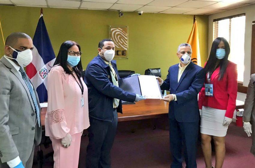 JCE entrega Certificado a alcaldes electos