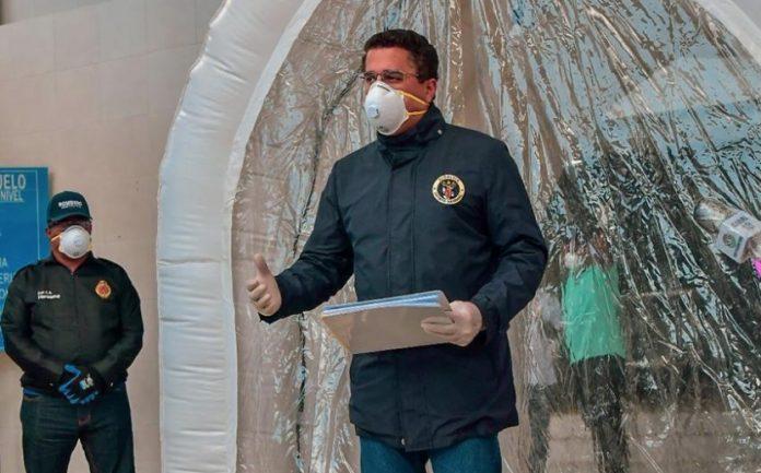 David Collado instala túnel de desinfección en mercado de Villa Consuelo