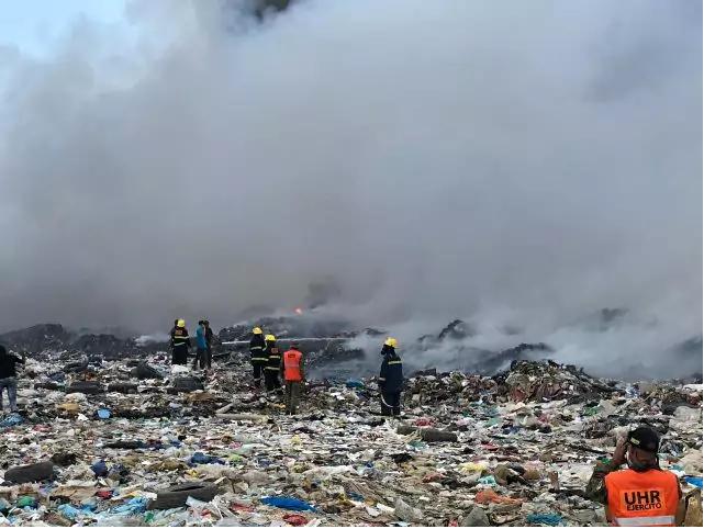 Ejercito apoya a bomberos en extinción de fuego en Duquesa