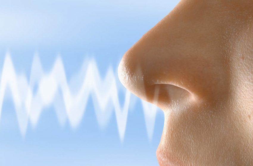 1 de 4 pacientes con COVID-19 desarrolla anosmia (perdida del olfato) antes que otros síntomas.