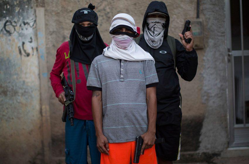 Narcotraficantes imponen toque de queda en favelas de Brasil por temor al coronavirus.