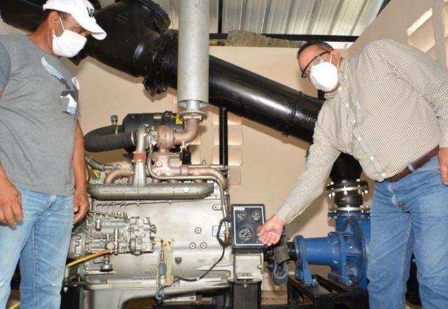 Gobierno entrega sistemas de bombeo para riego a productores de Montecristi