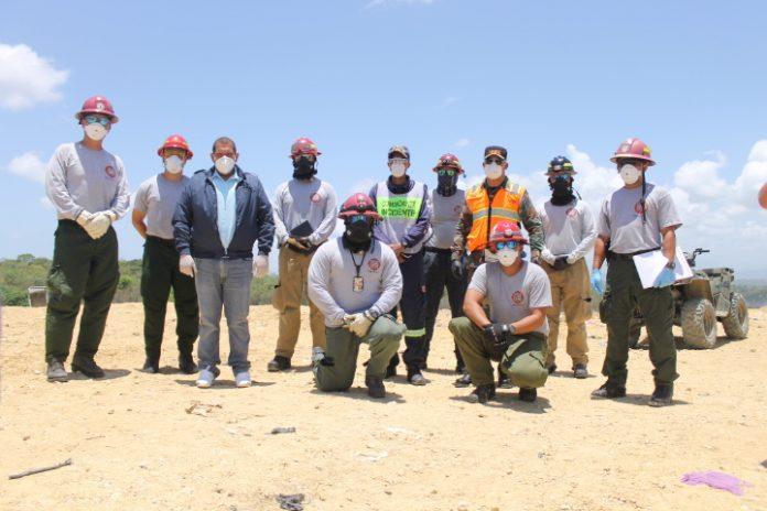 Bomberos de Puerto Rico se integran a labores en el Vertedero de Duquesa