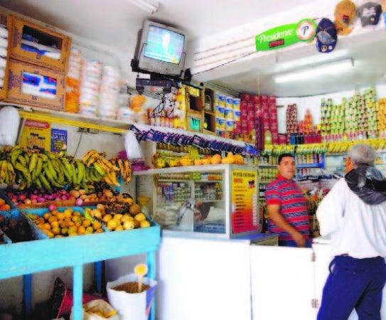 Algunos comerciantes se desesperan y funcionan a puertas cerradas
