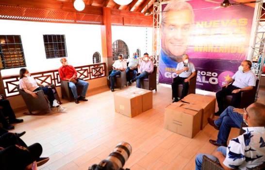 Gonzalo entrega 45,000 mil mascarillas para población vulnerable de tres provincias