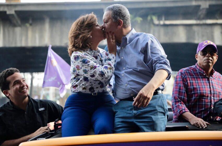 Margarita vuelve a coquetear en público con Leonel; asegura que su amado apoyaría a Gonzalo en segunda vuelta