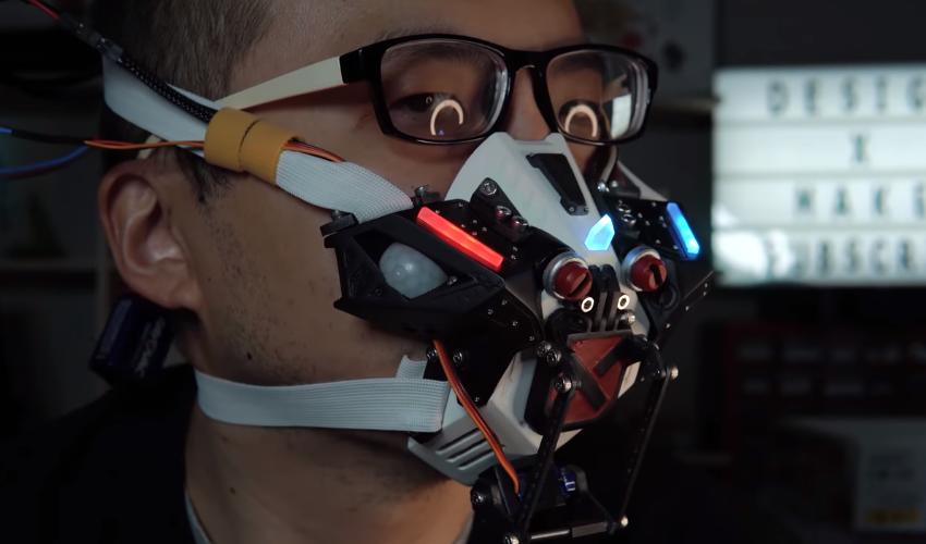 VIDEO: Crean una mascarilla que se cierra sola y te hace parecer un cyborg