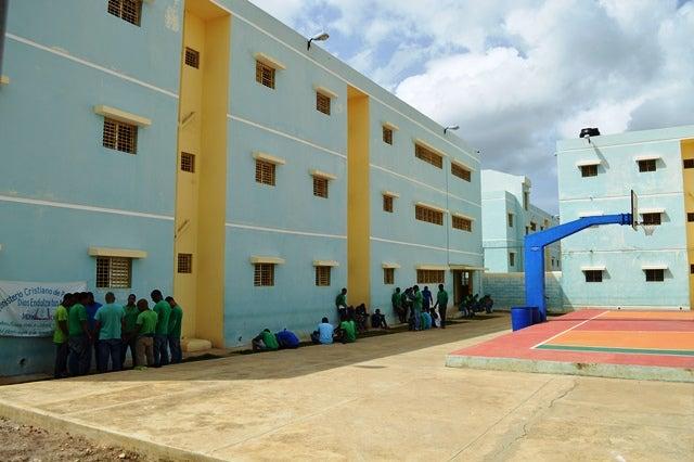 Se amotinan internos de cárcel de La Romana, piden a las autoridades tomar medidas con infectados de COVID-19