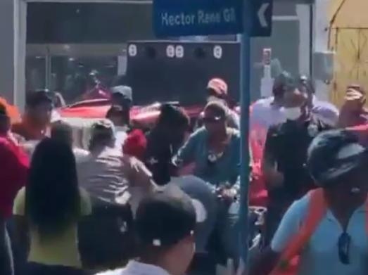 Policía asegura actuó para dispersar manifestantes y evitar contagio