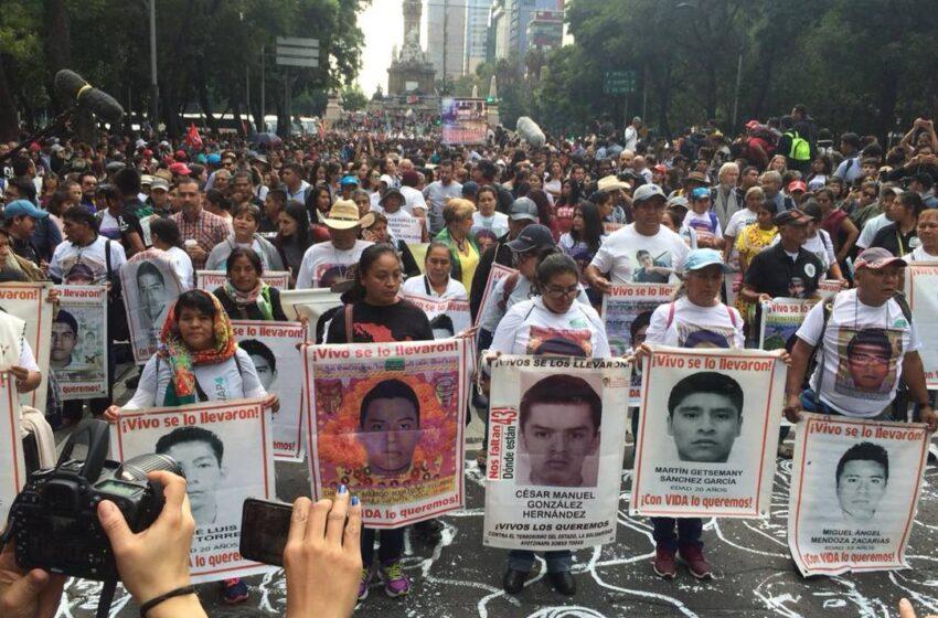 """El derrumbe de """"la verdad histórica"""": Identifican restos de uno de los 43 estudiantes desaparecidos de Ayotzinapa"""
