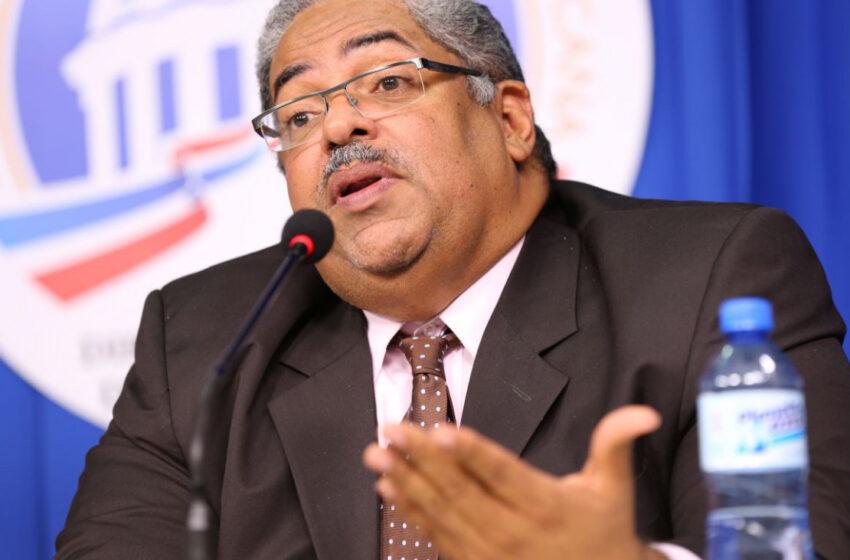 Director del SNS renuncia para facilitar cambio de mando