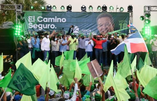 """En cierre de campaña, Leonel pide escoger entre """"manos inexpertas y su experiencia"""""""