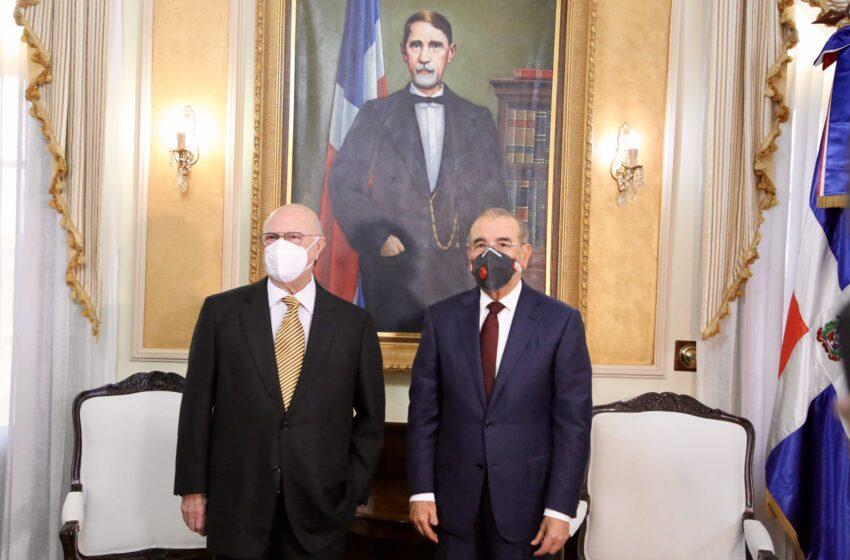 """Hipólito Mejía en el Palacio Nacional: """"E' pa' fuera que van"""""""