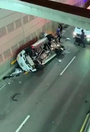 Conductora cae al vacío en expreso 27 de Febrero con Privada