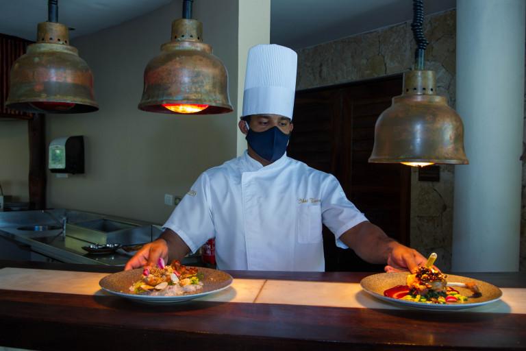 Bares y restaurantes no pagarán la potencia de energía eléctrica hasta enero