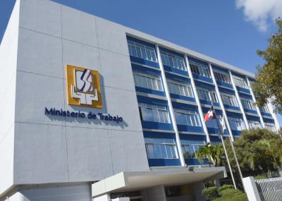 """Ministerio de Trabajo reitera feriado """"Día de la Constitución"""" se cambia para el lunes 09"""