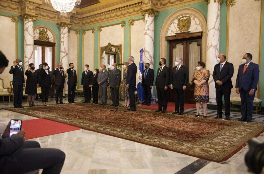 Presidente Luis Abinader juramenta a los cuatro nuevos jueces del Tribunal Constitucional
