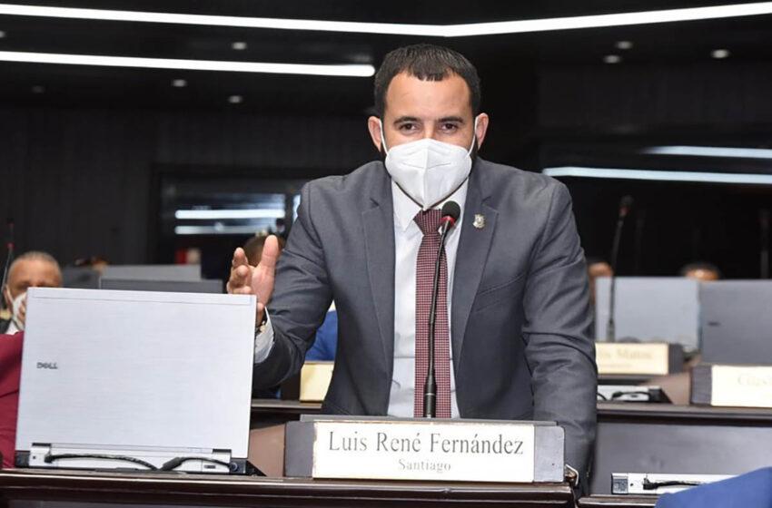 Diputado Luis René Fernández afirma que lo ocurrido con su identidad fue una declaración tardía