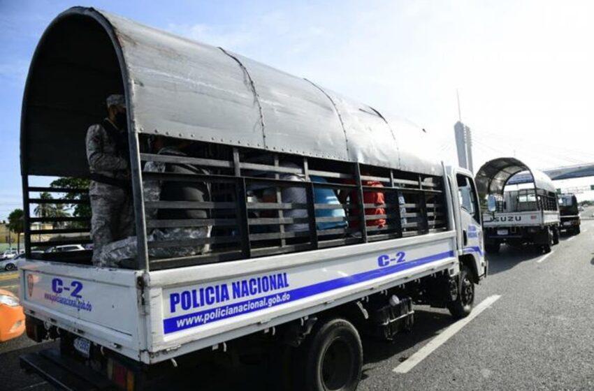 Policía Nacional arrestó 868 personas este domingo por violar toque de queda