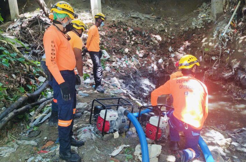 Autoridades recuperan cuerpo de niño arrastrado por cañada
