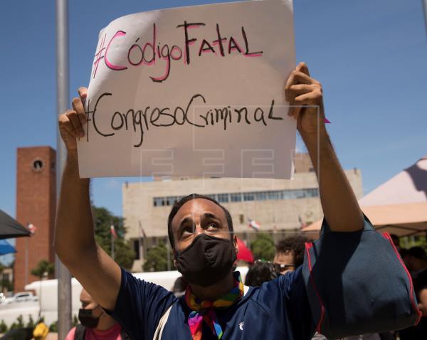 Comunidad LGBTI dominicana exige ante el Congreso rectificar el Código Penal