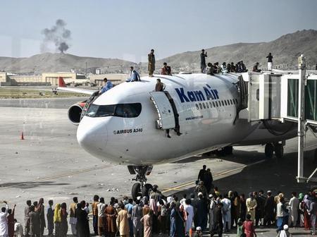 EEUU controla el aeropuerto de Kabul y los talibanes sus inmediaciones