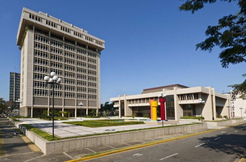 La economía crecerá un 3 % en comparación a 2019, según el Banco Central