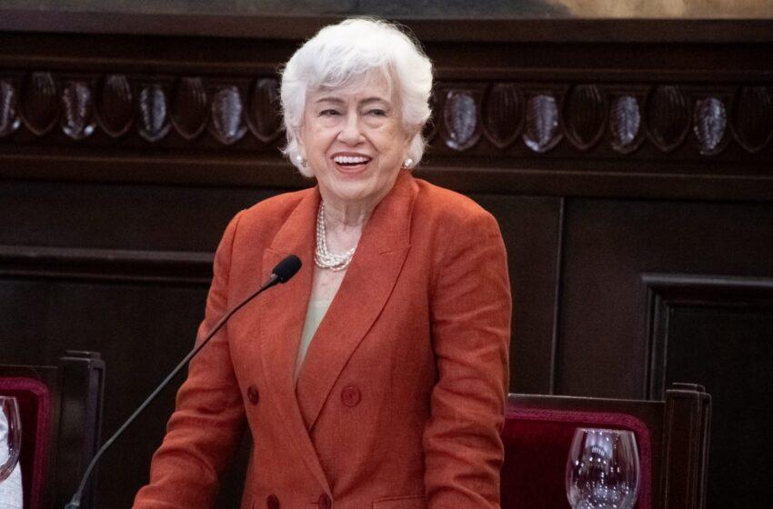 El Senado reconoce a Milagros Ortiz Bosch por su labor en la administración pública