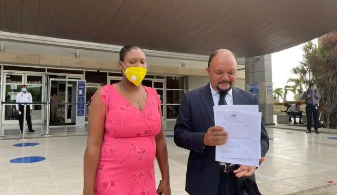 Abogado madre Carla Massiel denuncia irregularidades pagos prestaciones en MINERD
