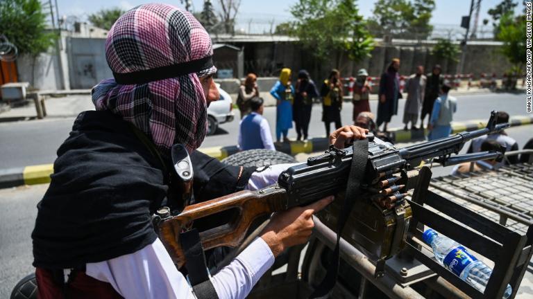 EE.UU. admite que muchas de sus armas y equipos han caído en manos de los talibanes