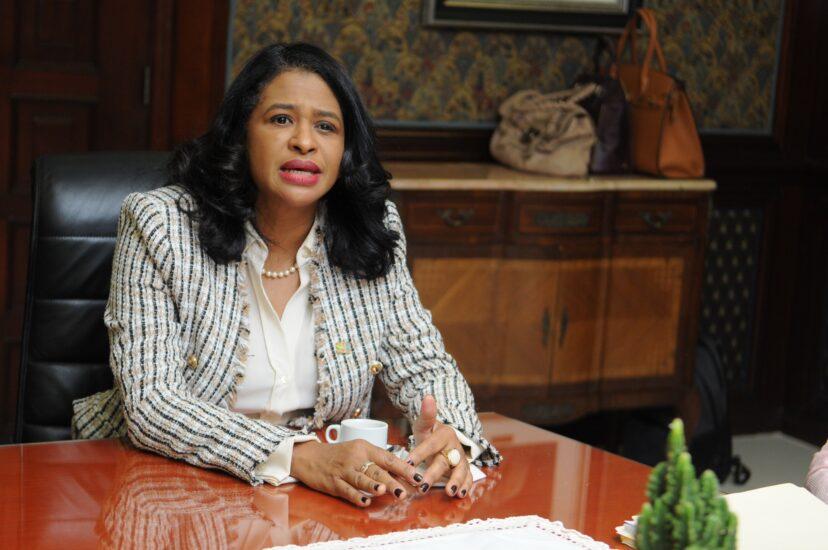 Abinader destituye a Paula Disla de Conani y la designa como viceministra del Mescyt